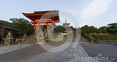 Entrance to the famous Kiyomizu dera temple in Kyoto, Japan