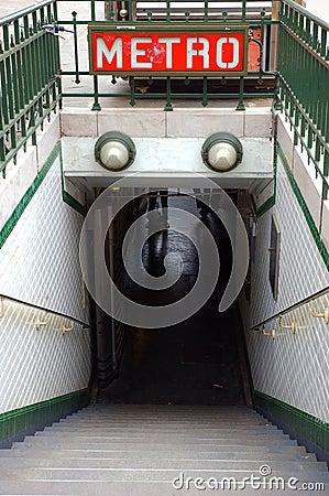 Free Entrance To Paris Metro Royalty Free Stock Photography - 16342127
