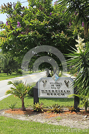 Entry Sign into Deerfield Beach Editorial Stock Image