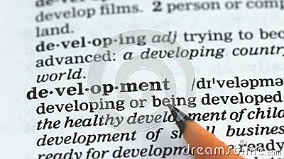 Entwicklungswort im englischen Wörterbuch, Erziehung und Verbesserung, Herausforderung stock video footage
