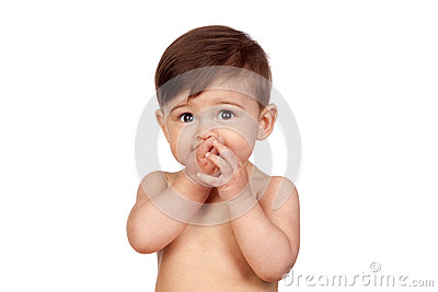 Entzückendes Baby mit den Händen in ihrem Mund