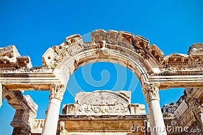 Ephesus arqueou a entrada