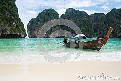 βάρκα παραλιών που αλιεύ&epsil