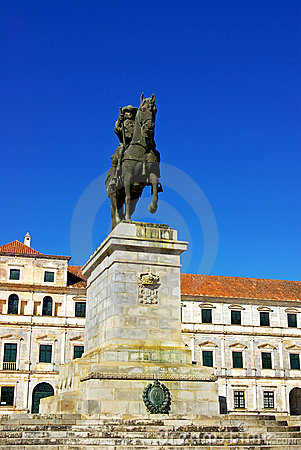 Equestrian statue and ducal palace.
