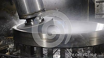 Equipamento na fábrica de mancais unidade de ferramentas de máquina pronta para polir a superfície da peça Conceito da indústria  filme