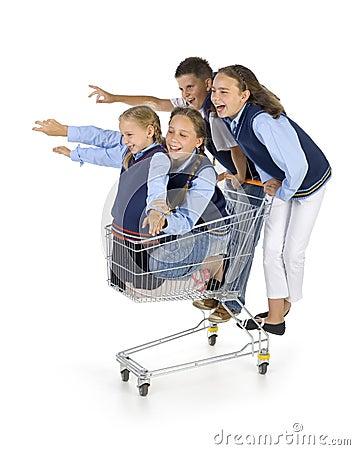 Equipe da escola com trole