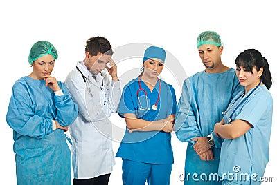 Equipe triste dos doutores