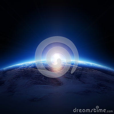 Erdsonnenaufgang über bewölktem Ozean ohne Sterne