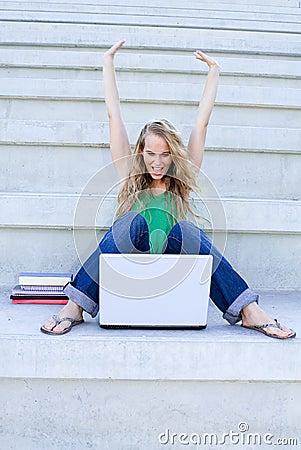 Erfolgreiche Frau mit Laptop