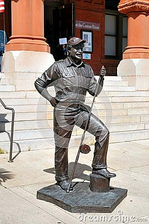 Ernest Hemmingway Statue