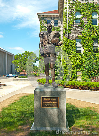 Ernie davis statue at syracuse university Editorial Stock Photo