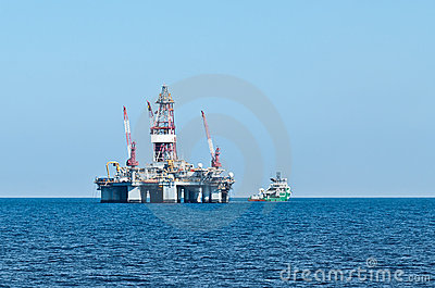 ERRV (stand-by) vessel and oil rig