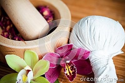 Ervas e compressa da massagem