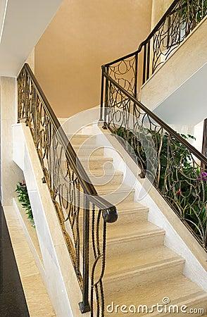 Escadas na casa moderna foto de stock imagem 12869980 for Casa moderna immagini