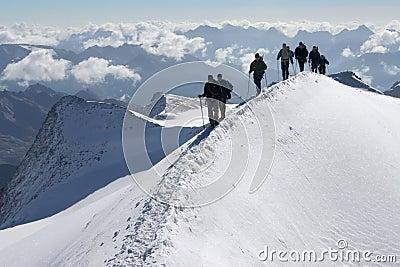 Escaladores en las montañas