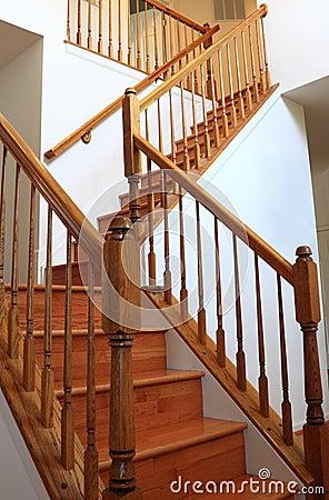 Escaleras de madera cool escaleras de madera pintor with for Imagenes de escaleras de madera