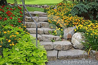 Escalier en pierre de jardin photo libre de droits image 33709835 - Escalier de jardin en pierre ...