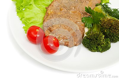 Escalope of veal with onion sauce and boiled broccoli