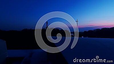 Escena de la natividad de la salida del sol con la cruz gigante almacen de video