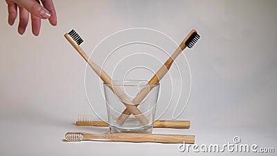 Escova de dentes Biodegradável Ecológica à Mão Tomando Bamboo Sem estilo de vida de minimalismo consciente de plástico filme