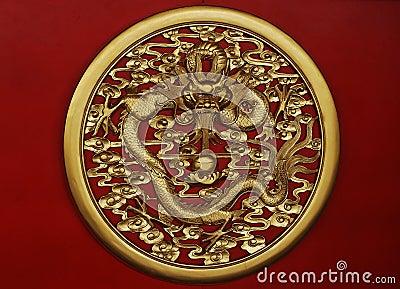 Escultura de oro del dragón