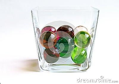 Esferas do banho em um recipiente