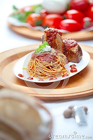 Espagueti con la salsa de Neaplolitan Ragu