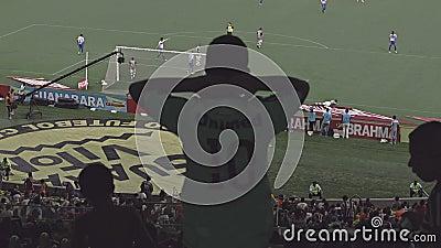 Espectadores en el estadio de fútbol de Maracana
