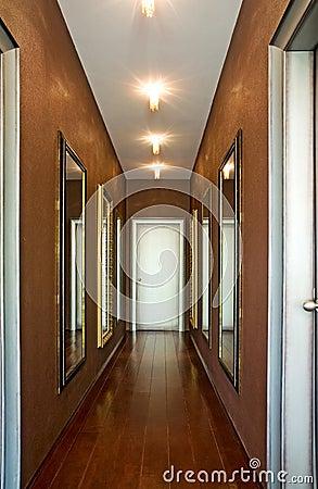 Espejos hermosos en pasillo im genes de archivo libres de - Espejos para pasillos ...