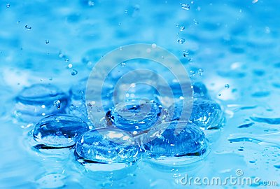 Espirrando a água