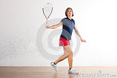 Esporte no gym, jogo da raquete de polpa da mulher