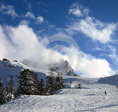 Esqui na parte superior dos alpes