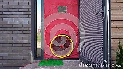 Essai de résistance à l'air Essai de la porte de souffleur Certificat de la maison passive. Mouvement de Gimbal clips vidéos