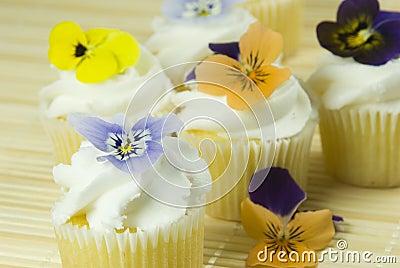 stockbilder edible flowers on cupcakes bild 5527774. Black Bedroom Furniture Sets. Home Design Ideas