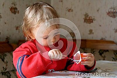 Essen des Joghurts
