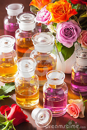 Free Essential Oil And Rose Flowers Aromatherapy Spa Perfumery Royalty Free Stock Photo - 79986925