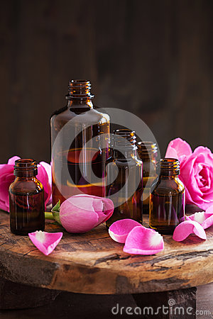 Free Essential Oil And Rose Flowers Aromatherapy Spa Perfumery Stock Photo - 96328820