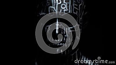Essere umano terrificante come la creatura con le linee strane sul suoi corpo ed occhi bianchi stock footage