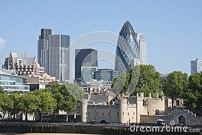 Essiggurke und Tower von London