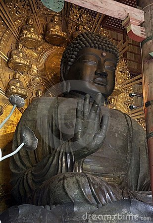 Estátua de Buddha no templo de Todai-ji, Nara