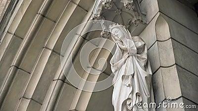 Estátua em St Mary da igreja da catedral da suposição, Jakarta vídeos de arquivo