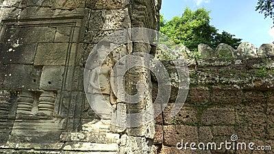 estátua gravada no portão leste de banteay kdei, angkor wat filme