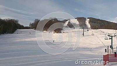 Estância de esqui Mont Tremblant vista no lado norte vídeos de arquivo