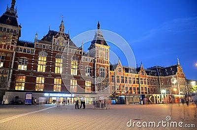 Estação de caminhos-de-ferro central - Amsterdão, os Países Baixos Imagem Editorial