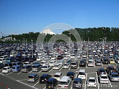 Estacionamiento de coches japoneses Imagen editorial