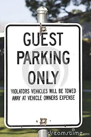 Estacionamiento de la huésped