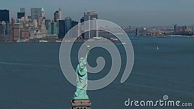 Estatua de la libertad con horizonte del nyc almacen de metraje de vídeo