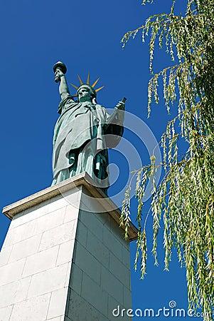 Estatua de la libertad, París, Francia. Foto editorial
