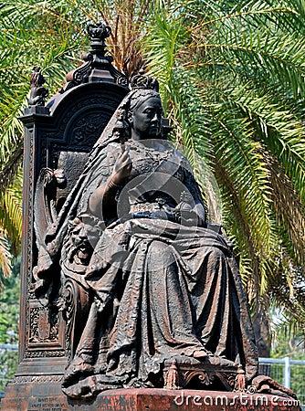 Estatua de la reina Victoria en el parque de Hong-Kong Victoria