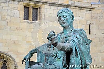 Estatua del emperador romano Constantina, York, Inglaterra Imagen de archivo editorial